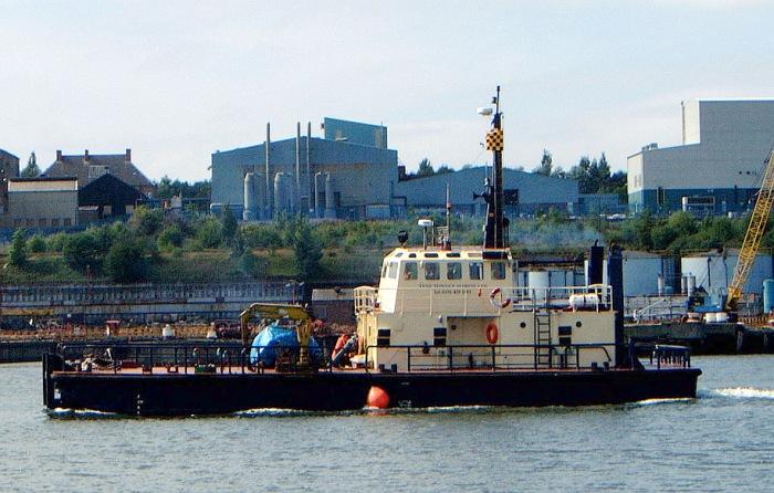 Tyne tug Cleveland Endeavour Sarah D 1978